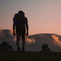 Cualquier actividad deportiva que nos lleve a la montaña requiere de una vestimenta adecuada que...